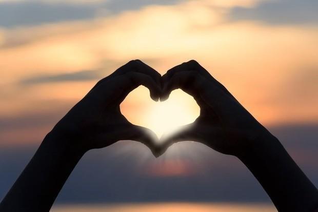"""<img src=""""heart.jpg"""" alt=""""We love out client testimonials"""">"""